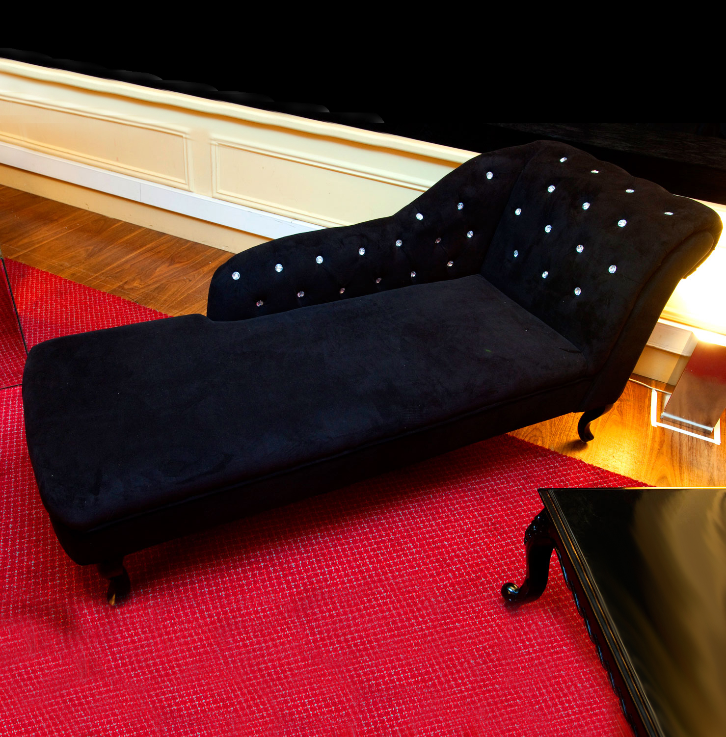 Black velvet chaise lounge ten and a half thousand for Chaise longue hire